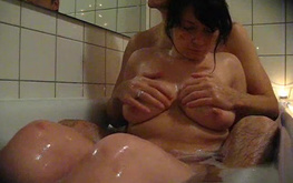 Soapy amateur girlfriend is playing with her tits in the bathtub